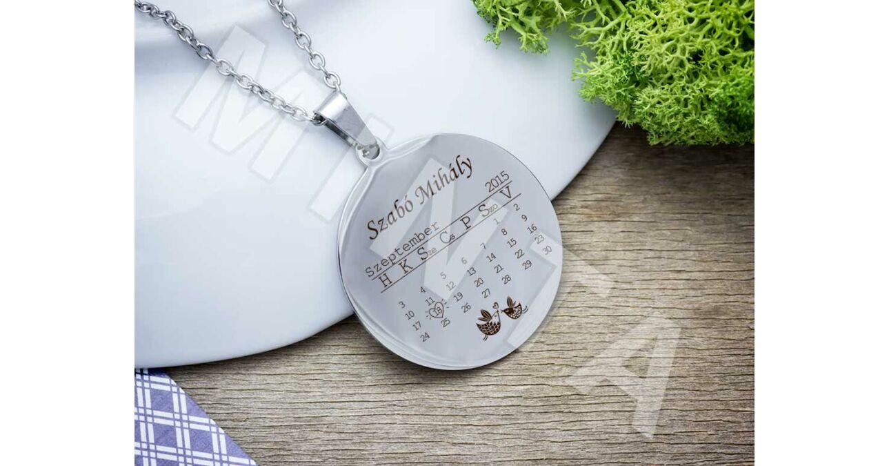 ad1b90133 Baba emlékőrző naptáras acél kerek medál nyaklánccal