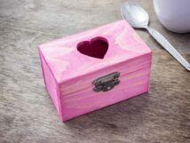 Kis szívem rózsaszín ékszertartó fa doboz