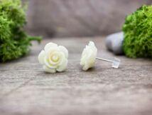 Krém színű nagy rózsa fülbevaló
