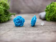 Nagy kék színű rózsa fülbevaló