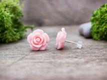 Nagy rózsaszín rózsa fülbevaló