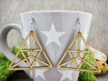 Háromszögben háromszög lézervágott lógós nyírfa fülbevaló