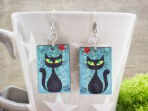 A fekete macska és a vörösbegy falemez fülbevaló