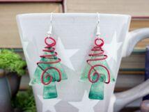 Karácsonyfa vörös díszben üveg lógós fülbevaló