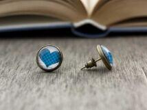 Üveglencsés kék szív beszúrós fülbevaló