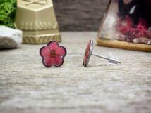 Rózsaszín virág beszúrós gyanta acél fülbevaló