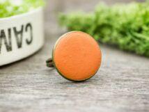 Napfényes narancssárga beton gyűrű