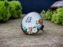 Üveglencsés virágos kertben pillangó gyűrű