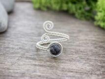 Kvarc ásvánnyal díszített ezüst színű drót gyűrű