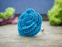 Horgolt kék virág gyűrű