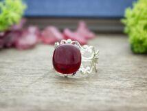 Egy pötty piros üveg gyűrű