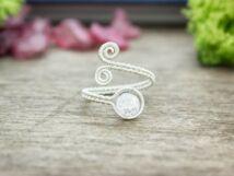 Roppantott hegyikristály ezüst színű drót gyűrű