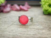 Üveglencsés piros gyűrű