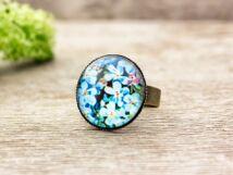 Üveglencsés kék virágos gyűrű