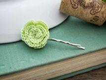Almazöld rózsa horgolt hajcsat