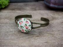 Romantikus vintage virágok textil gombos karperec