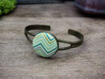 Karcsú vonalak retro mintás textil gombos karperec