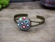 Szükséges színes körök textil gombos karperec