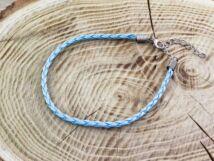 Világos kék műbőr fonott karkötő