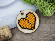 Keresztszemes narancssárga fekete peremes szív lézervágott nyírfa medál