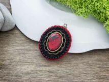 Gyapjúfilc fekete és vörös barokk medál
