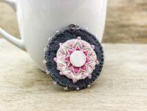 Gyapjúfilc rózsaszín és szürke csillag medál