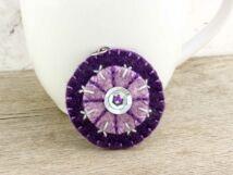 Gyapjúfilc lila hópehely medál