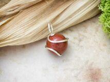 Vörös jáspis ezüst színű drót medál
