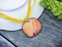 Műgyanta préselt rózsaszirmos virágos nyaklánc