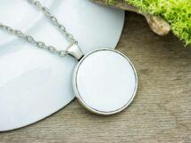 Fehér tűzzománc nyaklánc ezüst színű alappal