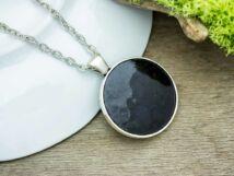 Fekete tűzzománc nyaklánc ezüst színű alappal