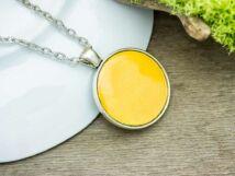 Sárga tűzzománc nyaklánc ezüst színű alappal