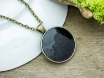 Fekete tűzzománc nyaklánc bronz színű alappal