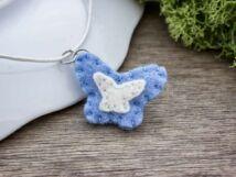 Kék pillangó nyaklánc gyapjúfilcből