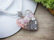 Orgonit műgyanta szív medál nyakláncon ásvány törmelékkel