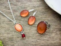 Üveglencsés piros és narancs gyűrű fülbevaló és nyaklánc szett