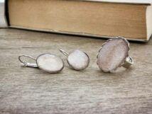 Üveglencsés csillámos fülbevaló és gyűrű szett