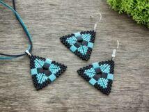Fekete és kék piramis nyaklánc és fülbevaló szett