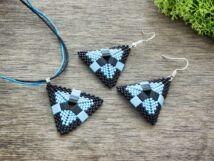 Fekete és halvány kék piramis nyaklánc és fülbevaló szett