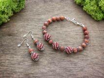 Vörös malachit végtelen gyöngyös fülbevaló és karkötő ásvány szett