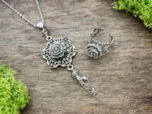 Szürke színű rózsás gyűrű és nyaklánc szett