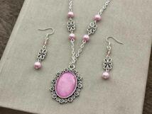 Üveglencsés baba rózsaszín fülbevaló és nyaklánc szett