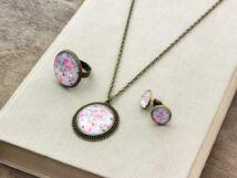 Üveglencsés rózsaszín rózsás gyűrű fülbevaló és nyaklánc szett