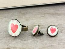 Üveglencsés szerelmes szívek gyűrű és fülbevaló szett