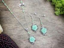Zöld színű rózsás fülbevaló és nyaklánc szett