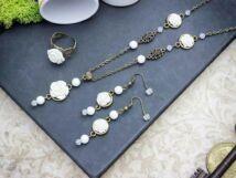 Fehér színű rózsás gyűrű fülbevaló és nyaklánc szett