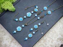 Kék színű rózsás fülbevaló karkötő és nyaklánc szett