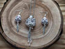 Fehér és ezüst színű fűzött gömbös gyöngy nyaklánc és fülbevaló szett