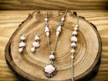 Rózsaszín színű rózsás fülbevaló karkötő és nyaklánc szett