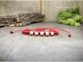 Piros makramé karkötő howlit gyöngyökkel